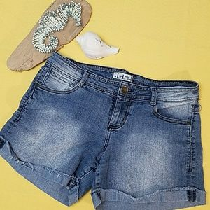L.E.I. Denim shorts with cuff